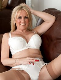 Hot blonde mommy spreads her..